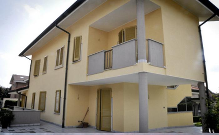 Finestre antisfondamento rasatura facciata prezzo - Facciata esterna casa ...