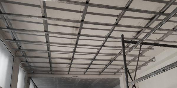Posa di struttura per il controsoffitto in cartongesso